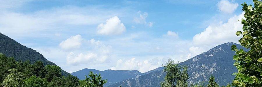 ¿Cómo posicionar un blog? Contenidos optimizados para SEO de Référencement Web Ariège . T. 0608866146 - T. Andorra +376360387 . andorre@orange.fr . Référencement Web Ariège también ofrece sus servicios de posicionamiento SEO como blogger profesional: creamos contenidos optimizados y, así, convertimos el blog corporativo en un dinamizador de toda la página web de su empresa, la web de su Hotel, de su Restaurante o tienda online y posicionamos en él una gran cantidad de criterios de búsqueda en Google. Estamos especializados en Hoteles, Restaurantes y todo tipo de empresas de servicios. Exemple de Blogs: http://gestoriaandorra.com/ - http://restaurant-canbenet.com/ - El blog es un sitio web caracterizado por ofrecer contenidos de forma periódica, ordenados cronológicamente con la opción de permitir que los usuarios puedan dejar sus comentarios. Es además uno de los elementos clave para el marketing 2.0 de la empresa, puesto que ofrece la posibilidad de publicar contenidos relevantes y útiles para los usuarios de forma constante. Según la encuesta realizada por la empresa americana Hubspot, las pymes que utilizan un blog reciben un 55% más de tráfico que las empresas que no lo utilizan. Aunque la empresa tenga su sitio web oficial, un blog es un recurso fundamental para alcanzar una presencia destacada en el sector de mercado donde se actúa, a la vez que mejora la marca de la empresa, permite un contacto directo y una conversación con los clientes actuales o potenciales, y sirve de vehículo de entrada de muchas visitas a la web de la empresa. CREACIÓ DE CONTINGUTS posem a la teva disposició la gestió de continguts per a la teva marca. No importa quina sigui l'activitat de la teva empresa: creem, editem, gestionem i distribuïm continguts originals i a mida. Serveis: Màrqueting de Continguts. ESTRATÈGIA DE CONTINGUTS, Entendre el teu negoci i conèixer les necessitats del teu públic ens permetrà crear un pla detallat de com pots utilitzar els continguts per atreure, sedui