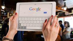 Google My Business te dará una visibilidad en la página de resultados sin ninguna comparación posible: casi la mitad de la página de resultados de búsqueda con la información relevante de tu empresa o negocio.