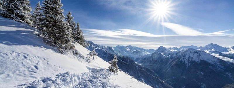 La nevada abundant i persistent que afecta el Pirineu anirà remetent al llarg de les pròximes hores, després d'acumular gruixos d'entre 100 i 300 centímetres. L'episodi està deixant imatges èpiques a molts indrets, com ara a Andorra. Aquest divendres, el vent s'afegeix a la festa i provoca el torb