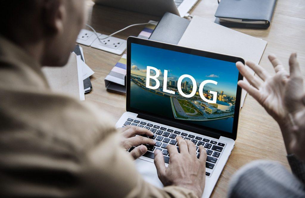 COMMUNITY MANAGER A ANDORRA El Community Manager es converteix en el pont ideal entre els vostres clients i vosaltres a les xarxes socials. Una solució integral, professional i efectiva.  Manteniment de xarxes socials: El Community Manager publicarà en xarxes socials en funció de l'opció que trieu (1, 2 o 3 publicacions setmanals)  Gestió: El Community Manager gestionarà la vostra pàgina d'empresa, en la qual es comprovarà l'audiència, la interacció i les publicacions més destacades per així orientar-vos de manera òptima.  Creació de continguts: El Community manager crearà continguts a la pàgina de Facebook i altres xarxes socials. L'objectiu final del Community Management és traslladar el vostre producte a les xarxes socials de manera atractiva amb informació aportada per vosaltres.    promoció i difusió XARXES SOCIALS A ANDORRA Posicionament: Posicionament de xarxes socials per part del Community Manager, amb paraules clau per aconseguir més visibilitat tant en xarxes socials com en cercadors.  Concursos online: El Community Manager crearà concursos de productes proporcionats per vosaltres, per crear una motivació als seguidors de la pàgina i augmentar la seva interacció.  Publicitat online: Opcionalment, el Community manager pot crear anuncis propis de la vostra empresa per a una millor difusió dels productes: promoció de pàgina web en el cas que la tingueu, anunci propi a barra lateral dreta o a pàgines suggerides, adaptat per a dispositius mòbils.  Campanyes i promocions: El Community Manager plantejarà estratègies de promoció dels vostres productes, perquè tinguin una difusió millor, adaptant-los al client final.  impremta low cost a Andorra sempre al millor preu DEMANEU-NOS UN PRESSUPOST - COMMUNITY MANAGER A ANDORRA. El Community Manager a Andorra es converteix en el pont ideal entre els vostres clients i vosaltres a les xarxes socials. Una solució integral, professional i efectiva. Manteniment de xarxes socials: El Community Manager a Andorra publicarà en x