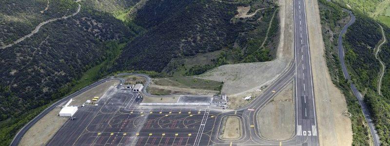 El embajador de España en Andorra, Àngel Ros, ha informado este martes de que el Aeropuerto Andorra - La Seu d'Urgell obtendrá esta primavera la homologación para operar con sistema GPS, y que en otoño llegarán los primeros vuelos comerciales regulares.Al participar en la lectura pública de 'El Quijote de la Mancha' en la Embajada por el día de Sant Jordi, ha declarado que ha hablado con directivos de la Agencia Estatal de Seguridad Aérea (Aesa) y que le han confirmado que las próximas semanas se realizarán pruebas reales de vuelos, el último paso antes de la homologación.
