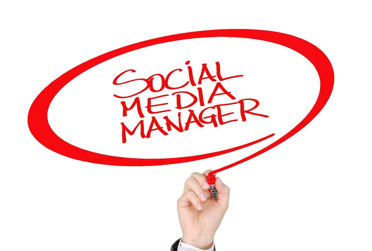 COMMUNITY MANAGER A ANDORRA El Community Manager es converteix en el pont ideal entre els vostres clients i vosaltres a les xarxes socials. Una solució integral, professional i efectiva. Manteniment de xarxes socials: El Community Manager publicarà en xarxes socials en funció de l'opció que trieu (1, 2 o 3 publicacions setmanals) Gestió: El Community Manager gestionarà la vostra pàgina d'empresa, en la qual es comprovarà l'audiència, la interacció i les publicacions més destacades per així orientar-vos de manera òptima. Creació de continguts: El Community manager crearà continguts a la pàgina de Facebook i altres xarxes socials. L'objectiu final del Community Management és traslladar el vostre producte a les xarxes socials de manera atractiva amb informació aportada per vosaltres. promoció i difusió XARXES SOCIALS A ANDORRA Posicionament: Posicionament de xarxes socials per part del Community Manager, amb paraules clau per aconseguir més visibilitat tant en xarxes socials com en cercadors. Concursos online: El Community Manager crearà concursos de productes proporcionats per vosaltres, per crear una motivació als seguidors de la pàgina i augmentar la seva interacció. Publicitat online: Opcionalment, el Community manager pot crear anuncis propis de la vostra empresa per a una millor difusió dels productes: promoció de pàgina web en el cas que la tingueu, anunci propi a barra lateral dreta o a pàgines suggerides, adaptat per a dispositius mòbils. Campanyes i promocions: El Community Manager plantejarà estratègies de promoció dels vostres productes, perquè tinguin una difusió millor, adaptant-los al client final.