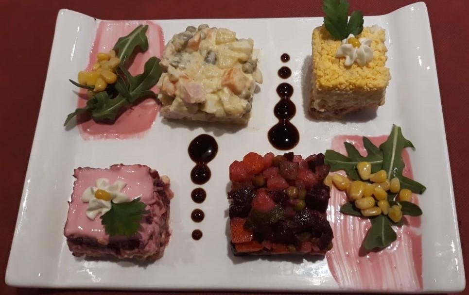 Menú degustació Restaurant El Cresper x 39,95.€ x persona Especialistes en Cuina de Rússia Casolana. 14 plats amb vi, aigua i cafès.