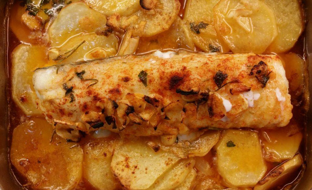 RESTAURANT RECOMANAT RESTAURANT CAN BENET Suquet de bacallà fresc amb cloïsses fresques de Galícia. Amanida tèbia de gambes . Vine a gaudir de nous vins i diferents que no trobaràs enlloc més. A Restaurant Can Benet us oferim vins molt especials d'altres terres .