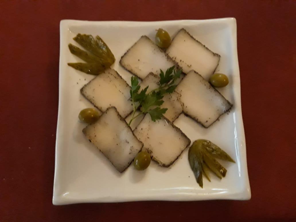 Salo, tocino ibérico marinado con ajo, pimienta y sal - El salo (en ucraniano y ruso: са́ло; bielorruso: са́ла (sala); en húngaro, 'szalonna'; en polaco, słonina;