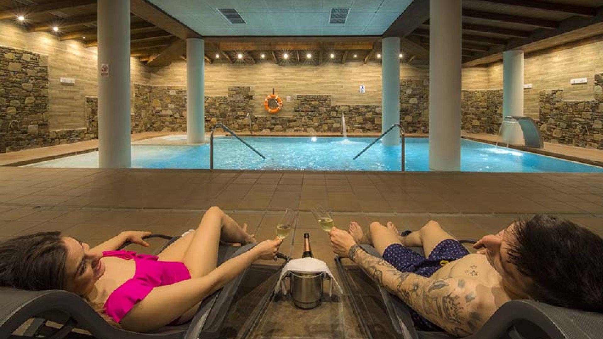 Relaxa't al SPA del Hotel Roc Meler a Canillo un món de sensacions: descans i benestar en un sol lloc.Disposem de serveis i instal·lacions creades per aconseguir el benestar general de les persones