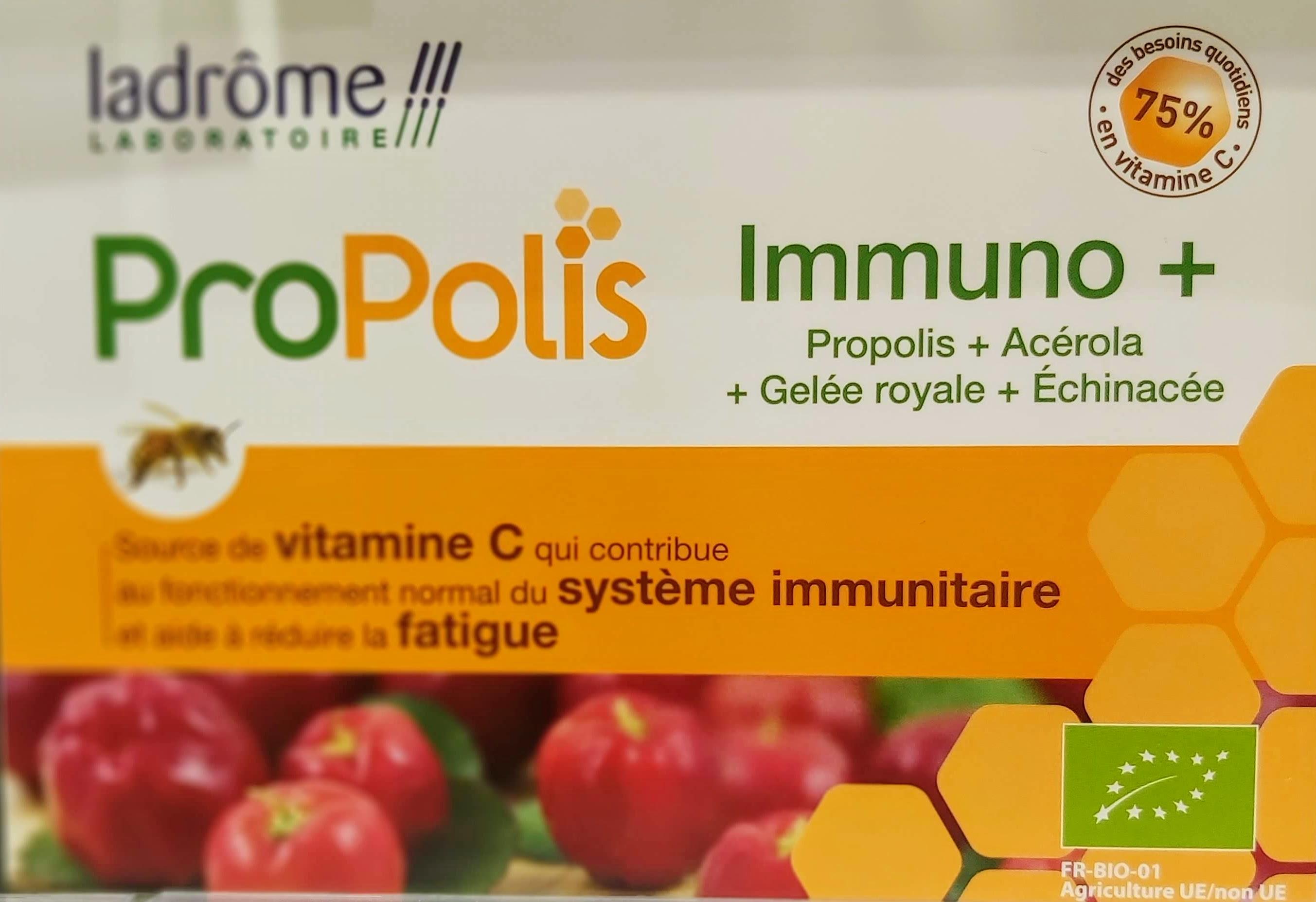 Les Bienfaits des Ampoules Immuno+ concentre les bienfaits de la nature en associant la propolis et la gelée royale, ingrédients précieux issus de la ruche, avec de l'extrait et du jus de plante fraîche d'échinacée pourpre. Il contient également de l'acérola, source de vitamine C naturelle qui favorise le bon fonctionnement des défenses immunitaires. Une ampoule d'IMMUNO+ apporte 75 % des besoins quotidiens en vitamine C.