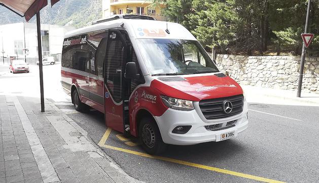 Els Clipol del nou servei d'autobús comunal a Andorra la Vella i de color vermell i blanc ja circulen pels carrers d'Andorra la Vella