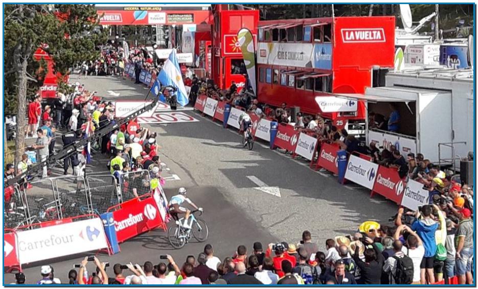 Vuelta Ciclista a España aborda el domingo 1 de septiembre, su etapa número 9. La pequeña tregua dada al pelotón se rompe con una nueva etapa de montaña, con llegada en alto a más de 2.000 metros de altura. Una etapa de ciclismo exigente y explosivo: 94,4 kilómetros entre Andorra la Vella y Cortals d'Encamp.Y no sólo el pelotón será llevado al limite en el final de la etapa. Apenas dada la salida ya empieza la cuesta arriba camino al Coll de Ordino (1ª, 8,9 km al 5% de media). Después, el Coll de la Gallina, que estaba previsto que dictase sentencia en la Vuelta 2018. Se sube por su vertiente más dura (12,2 km al 8,3, fuera de categoría, con varios tramos más allá del 10% y llegando al 14). Y luego, tras dos escalones de segunda (Comella y el inédito de Engolasters), el ascenso final a Cortals d'Encamp: 5.7 km al 8,3%, con un tramo inicial al 11,9%). Además, tramos por pistas de grava. Sin duda, será una etapa de peso cara a la general.La etapa saldrá de Andorra la Vella a las 14:54, hora peninsular española, y pasará Canillo, Ordino, La Massana, Escaldes-Engordany, Andorra la Vella, Santa Coloma, Sant Juliá de Lória, Fontaneda, Canólich, Bixesarri y Engolasters. La llegada está prevista entre las 17:27 y las 17:45. A la etapa 9 de la Vuelta llega como líder Nicolás Edet (Cofidis), seguido de Dylan Teuns (Bahrain Merida), a 2:21 y Miguel Ángel López (Astana) a 3:01. Quinto y primer español es Alejandro Valverde (Movistar), a 3:17.HORARIO Y CANALES DE TELEVISIÓN PARA VER HOY LA NOVENA ETAPA DE LA VUELTA, ENTRE ANDORRA LA VELLA Y CORTALS D'ENCAMPLa etapa número nueve de la Vuelta Ciclista a España 2019, entre Andorra la Vella y Cortals d'Encamp, se podrá seguir por televisión en directo y en abierto a través de RTVE, que alternará Teledeporte (de 14:40 a 16:00 y desde el final de etapa) y La 1 (de 16:00 a final de etapa). El canal temático deportivo Eurosport conectará a las 14:54.