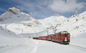 Presentat un projecte de tren amb un cost de 221 milions d'euros per unir Andorra i Barcelona L'estació estaria a Sant Julià de Lòria, tindria parades a Vic i Ripoll, el preu del bitllet seriad'uns15 euros, i el trajecte duraria menys de tres hores