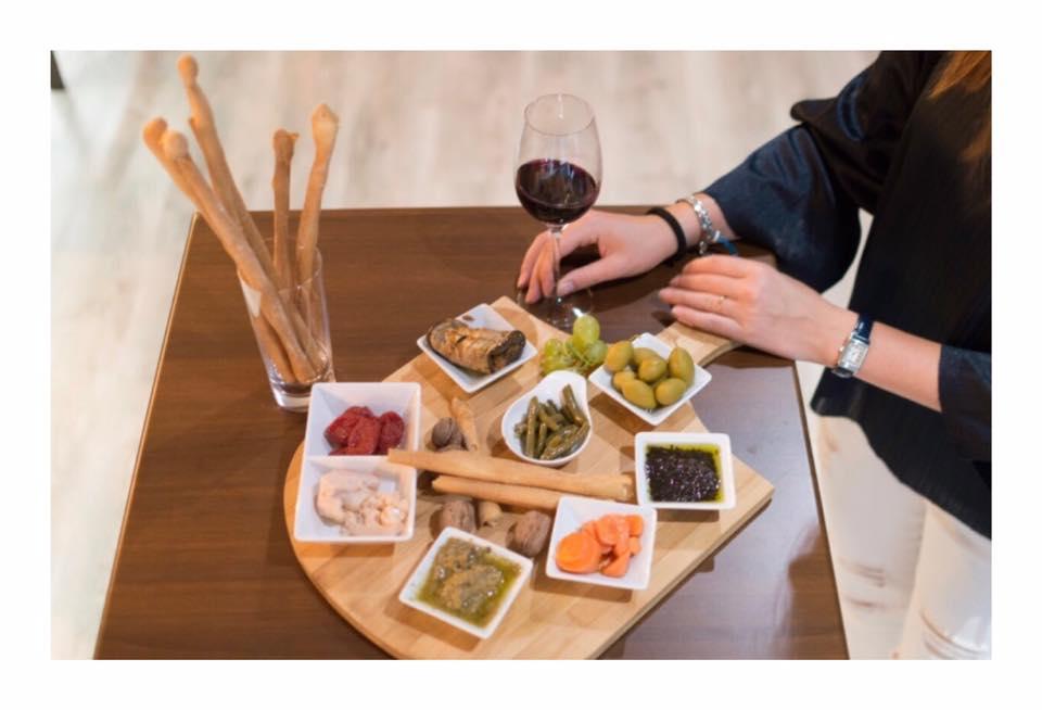 Emocio del Fener antes club de billar Joseff cambia de concepto y ofrece la posibilidad de comer tapas de productos italianos de gran calidad