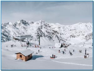 Ordino dissabte els més impacients ja feien cua a les taquilles a Arcalís des de primera hora del matí i és que els esquiadors tenien moltes ganes d'estrenar aquesta temporada la 1a estació que obre aquest any 2019