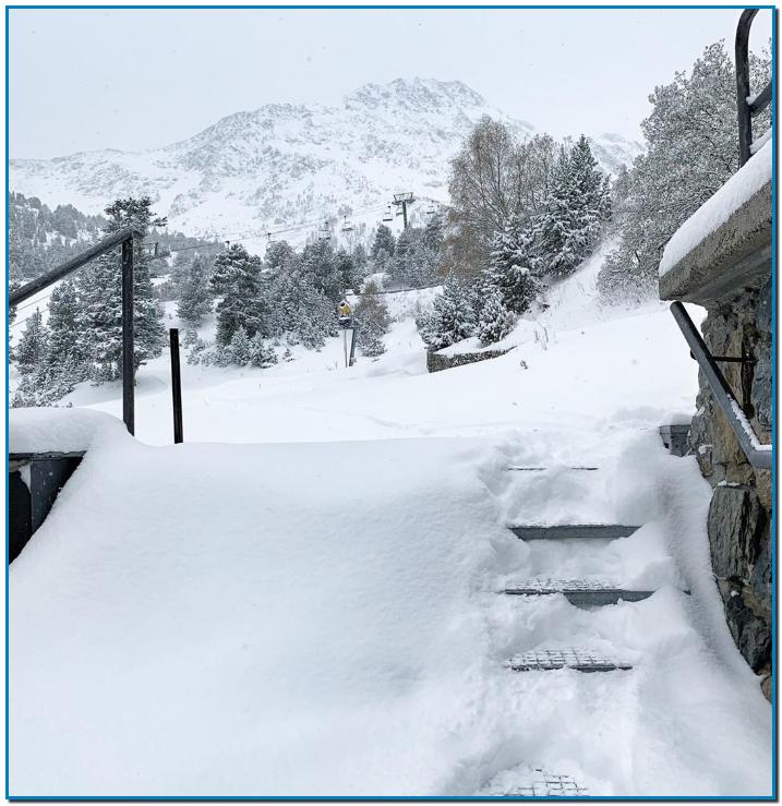Ja podeu venir a esquiar a Andorra Arcalís inaugura dissabte la temporada d'esquí Les nevades han deixat una capa de neu que arriba als 40 centímetres i permetrà l'obertura de la zona de la Coma el pròxim cap de setmana
