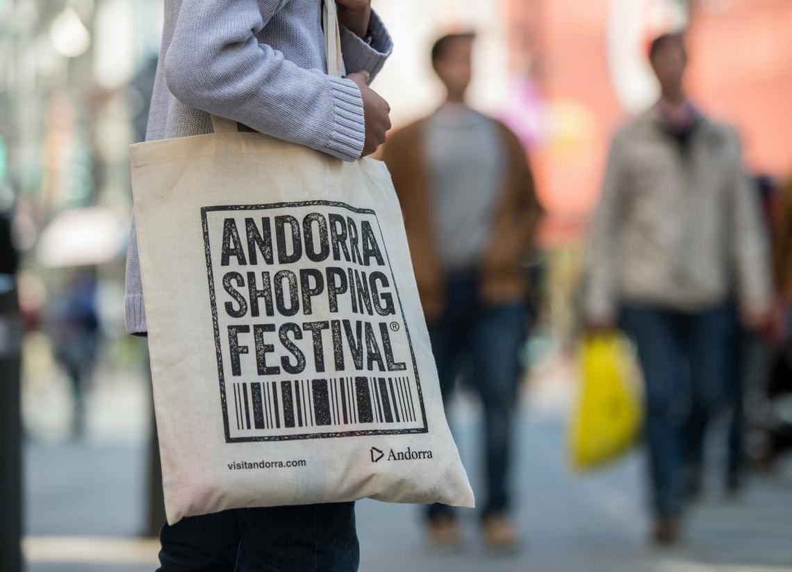 ANDORRA SHOPPING FESTIVAL 2019 Del 8 al 17 de noviembre de 2019, el Andorra Shopping Festival celebra una nueva edición que no te puedes perder. Rodéate de las mejores propuestas en moda mientras disfrutas de todo tipo de actividades y planes para toda la familia. Recuerda apuntar este evento en tu agenda. ¡Que no se te olvide!