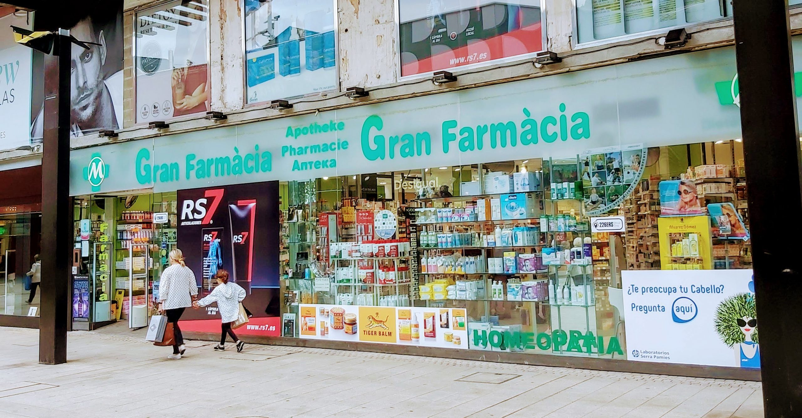Comprar Somatoline Cosmetic Spray Aceite Adelgazante Use&go en Gran Farmacia Andorra toda la eficacia adelgazante de Somatoline