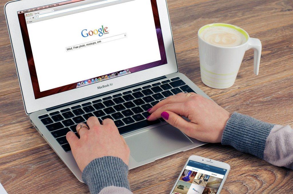 Mensajes en la aplicación GoogleMyBusiness Las empresas pueden responder a los mensajes de los clientes que encuentran su ficha en Google. La función de mensajes permite a las empresas responder a los clientes y aclarar sus dudas, contarles su historia y atraer a más usuarios a su ubicación.