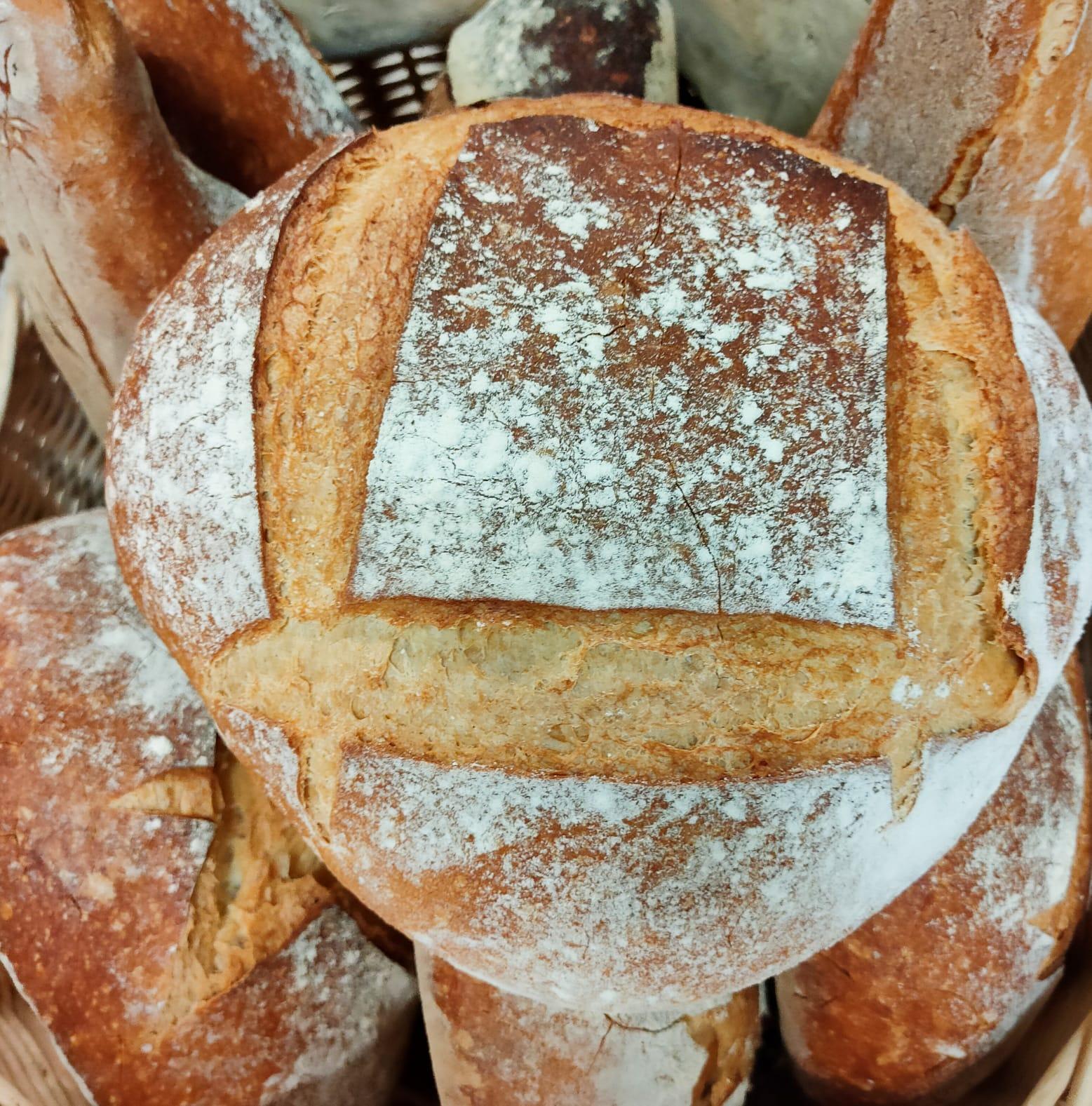 Art i Pa Andorra el pa de debò és farina, aigua, ferment, sal i molta, molta paciència. El pa, fonamental a les millors dietes.