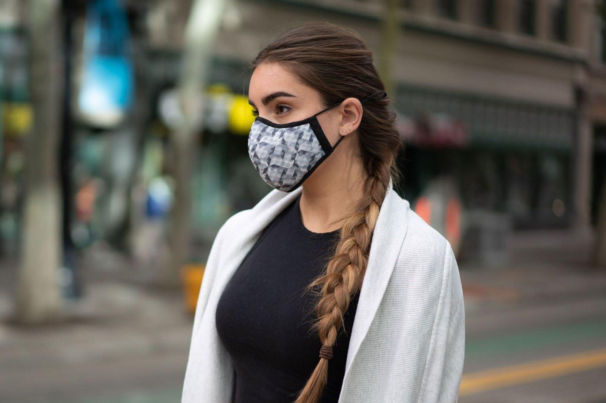 Plusieurs pays d'Europe centrale ont décidé de rendre obligatoire le port de masque ou de tissus pour limiter la propagation du nouveau coronavirus.