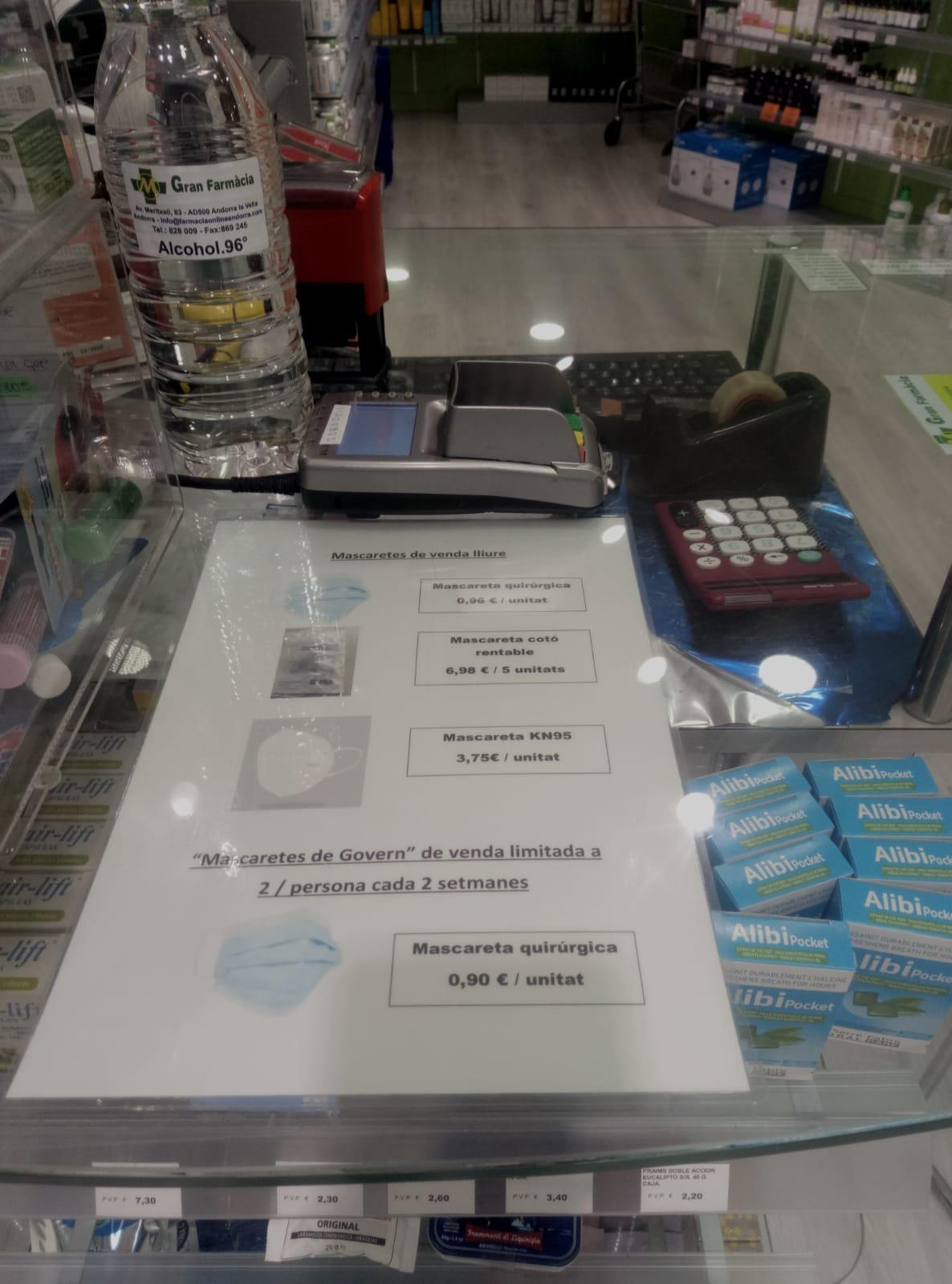 He anat a la Gran Farmacia Andorra i he fet aquesta foto de mascaretes i guants: com i quan els hem d'utilitzar?