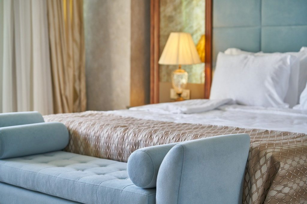 Els hotelers alerten de la debilitada tresoreria del sector La Unió Hotelera d'Andorra preveu una baixa ocupació dels establiments durant els pròxims mesos, motiu pel qual un 20% es planteja no tornar a obrir fins a la temporada d'hivern.