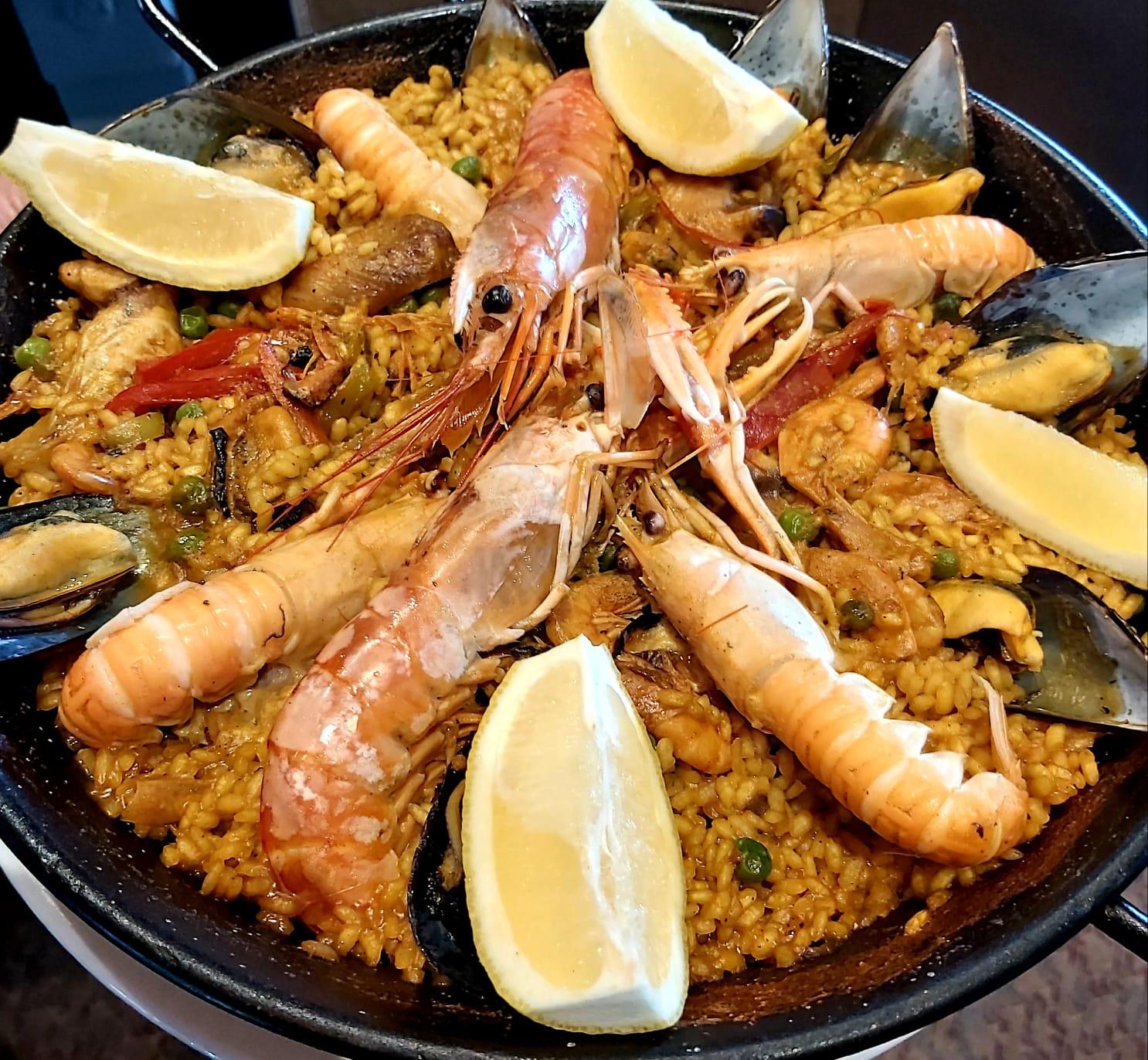 Chez Restaurant El Carlit au Pas de la Casa on trouve la typique paella de poisson espagnole. La paella cuisinée avec des produits de la mer (poissons et fruits de mer divers) est un classique de la cuisine méditerranéenne