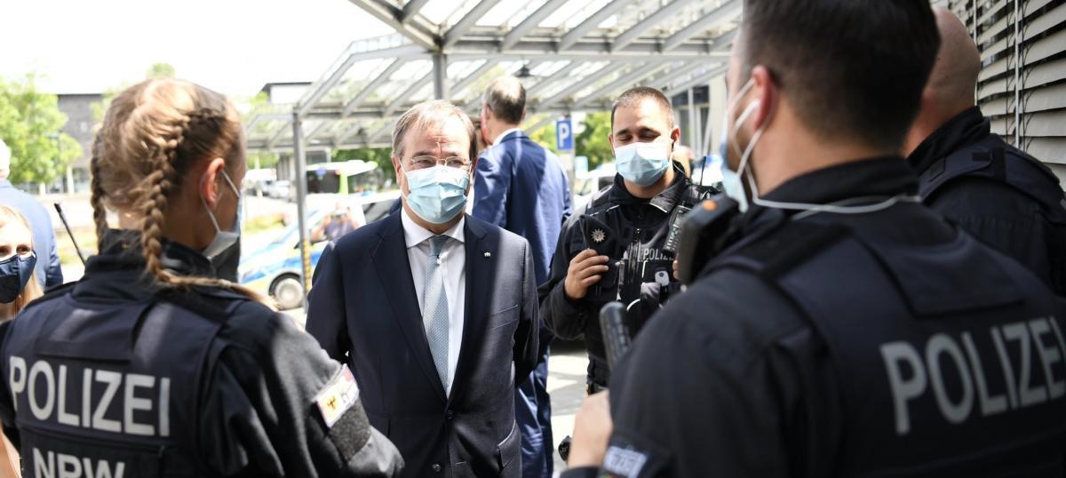 El govern del Rin del Nord-Westfàliaha ordenat elconfinament de tot el districte de Gütersloh, on viuen unes370.000 persones, per un brot de coronavirus que ja afecta unes1.500 persones.