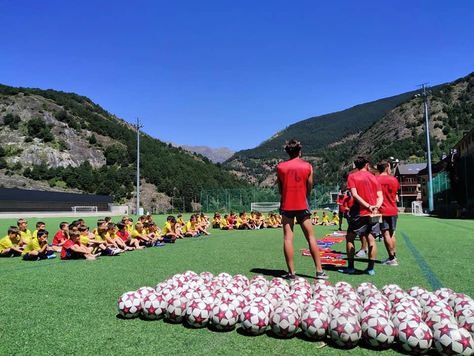 Aquest dissabte ha finalitzat la dotzena edició del Campus Marc Bernaus de futbol que ha tingut un total de 80 esportistes en aquesta setmana que l'exfutbolista organitza a les instal·lacions del camp de futbol d'Ordino