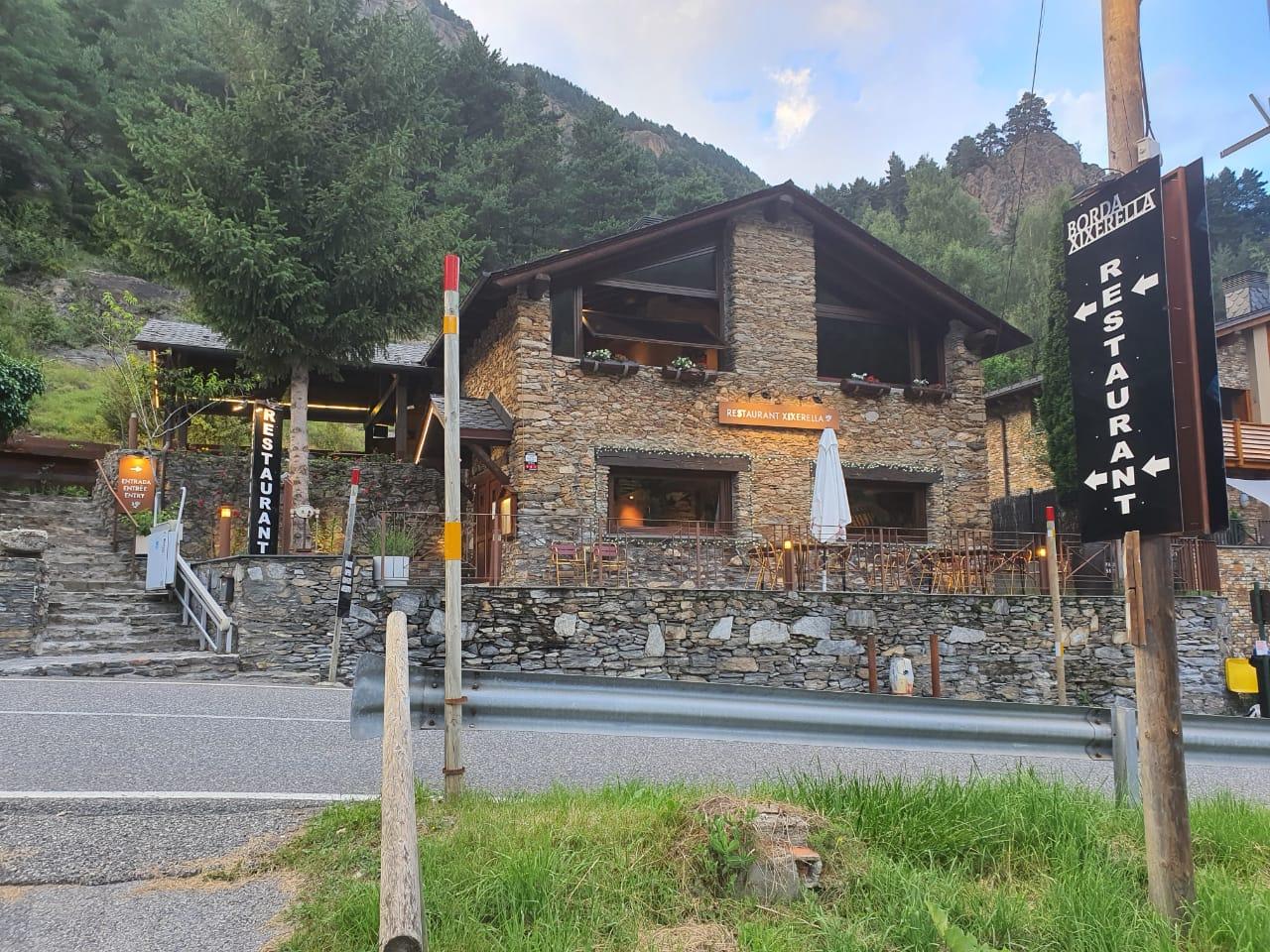 Restaurant Borda Xixerella. Borda rústica i típica Andorrana habilitada com a restaurant i situada entre l'encreuament de Xixerella i el poble de Pal a Erts (La Massana).