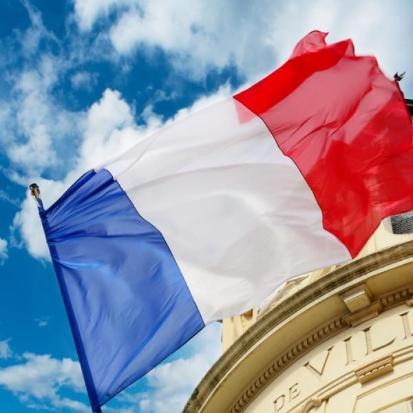 Demain l'Arc de Triomphe  verra le passage de la Patrouille de France.  Vive La France, 14 juillet. Fête De La France.