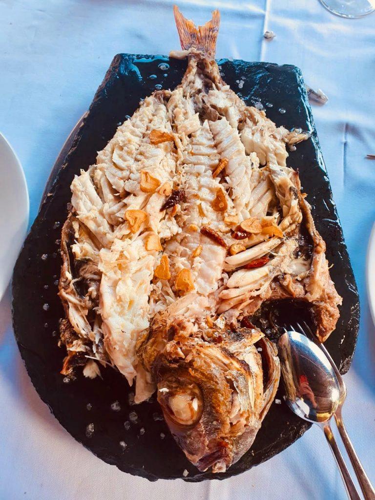 Besugo de 2 kg a la brasa en el Restaurant Borda Xixerella Andorra en Erts La Massana el Besugo es el Rey de los Pescados en Japón