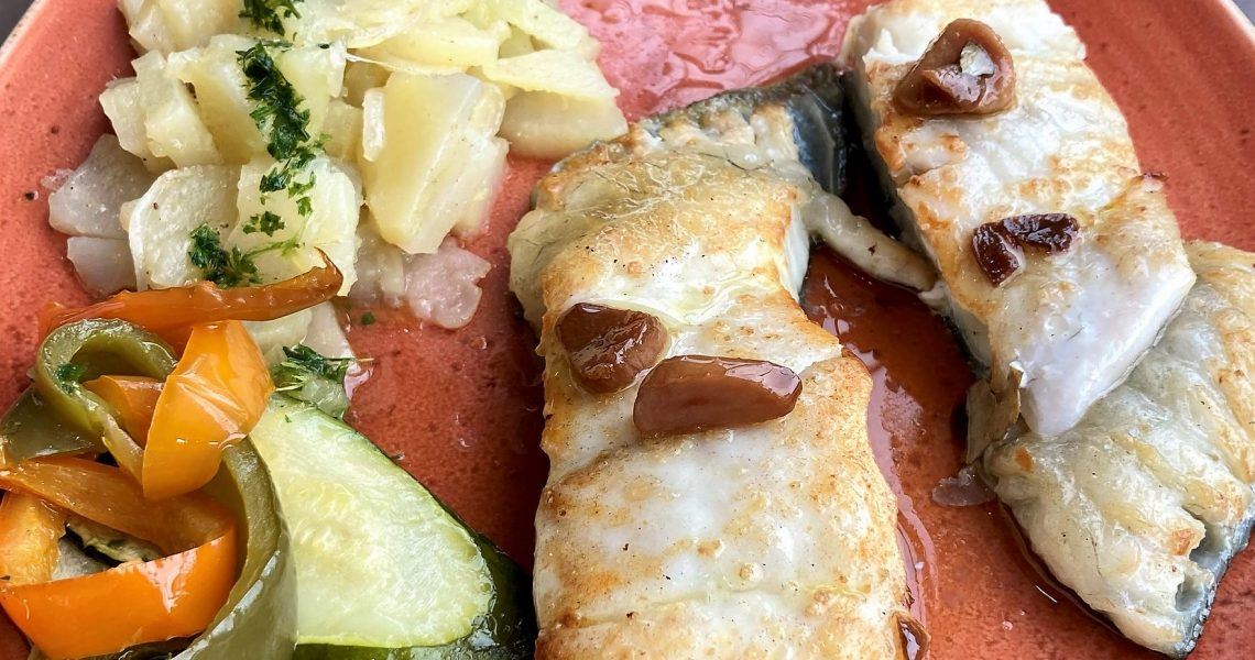 A Beluga Marisqueria Escaldes a Andorra oferim també tota mena de peixos de les millors Llotges de peix de Catalunya i Galícia cuinats al gust dels nostres clients amb el saber fer del nostre xef en Manel