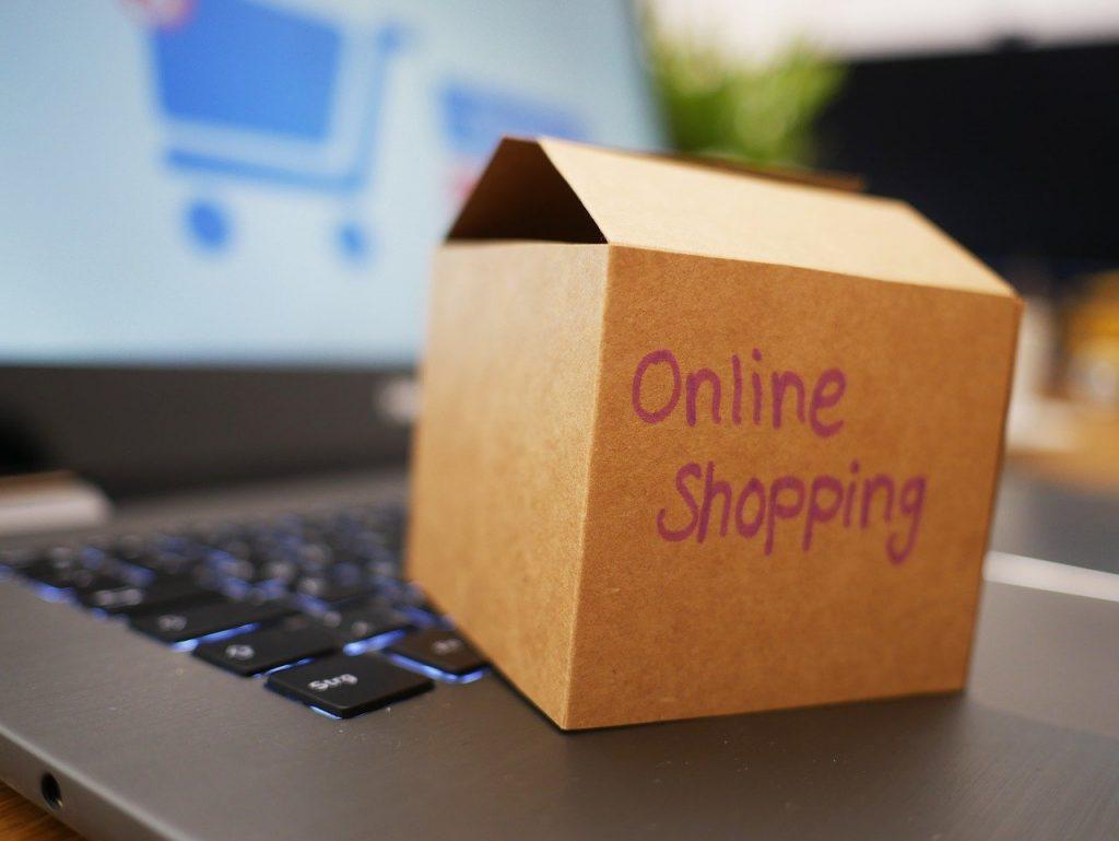 Implementació e-commerce a Andorra El titular d'Economia ha assegurat que s'està treballant per superar barreres legals amb la gestió duanera perquè els negocis que vulguin utilitzar aquest sistema de negoci en línia pugui ser més competitiu.