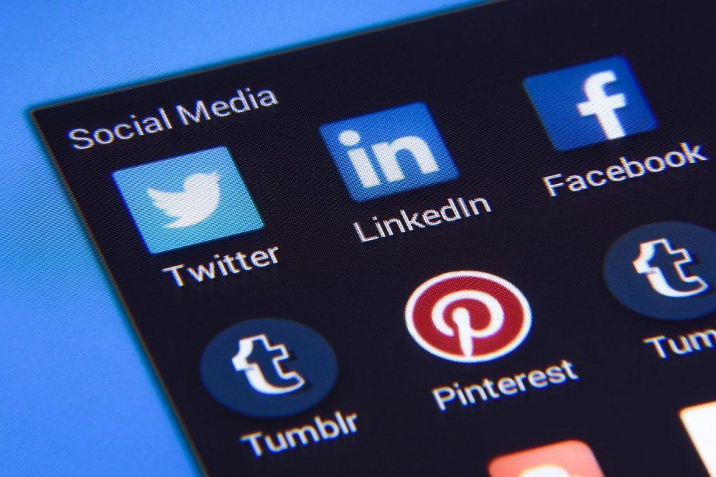 Consulta amb un professional nostre per Skype Consultoria en línia de Xarxes Socials i Màrqueting Digital Social Media, Community Manager, creació de continguts per a Internet