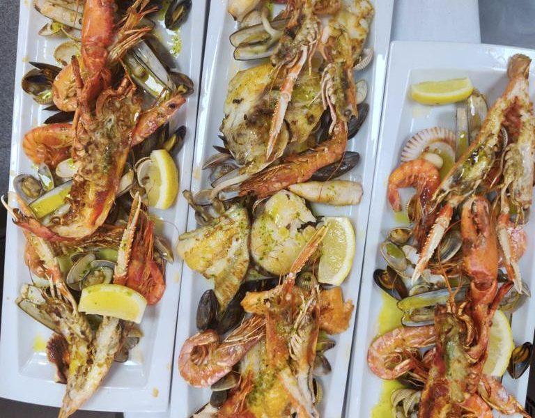El restaurante Beluga está situado en Escaldes-Engordany, junto a la zona comercial con vistas a Caldea. Su especialidad es la cocina basada en materias primas de primera calidad con pescados y mariscos de las mejores lonjas de pescado de España y Portugal, los mejores arroces de mariscos, de bogavante, de almejas gallegas y paellas. Variedad de platos donde todos los paladares van a estar a gusto, además podrá degustar platos y carnes en nuestra auténtica parrilla. No podemos olvidad la cocina tradicional de montaña andorrana. En Beluga Marisquería Restaurante encontrarás una gran variedad de platos a la carta y un menú de mediodía a muy buen precio.