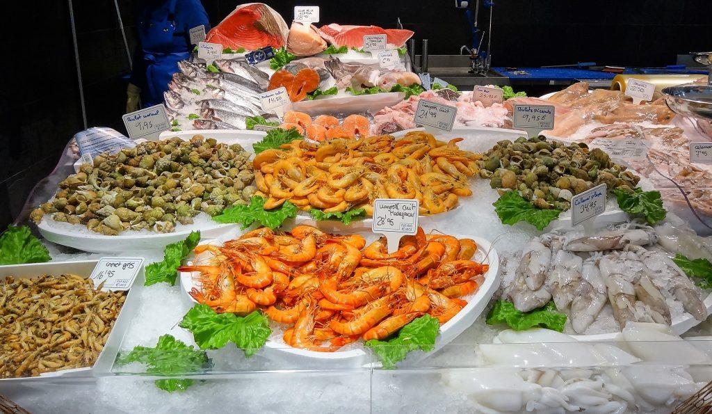 El peix és part essencial d'una dieta saludable i equilibrada. Les seves proteïnes tenen alt valor biològic amb baixa aportació calòrica. Conté els aminoàcids necessaris per al desenvolupament i bon funcionament de l'organisme tals com: