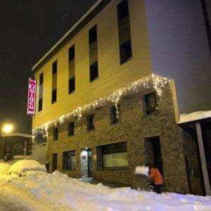 Reservar Hotel Pas de la Case Andorra Hotel Guineu situado en el Pas-de-la-Case pie des pistas de esquí de Grandvalira, l'Hotel Guineu idéal pour un séjour à la montagne.