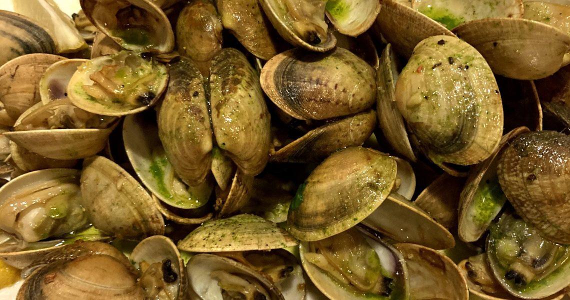 Peixateries Gourmet Andorra Cloïsses gallegues són úniques per fer de qualsevol manera, ahir les vàrem fer a la planxa. És a dir, que la cloïssa sigui bona i fresca i que no tingui sorra, clar.