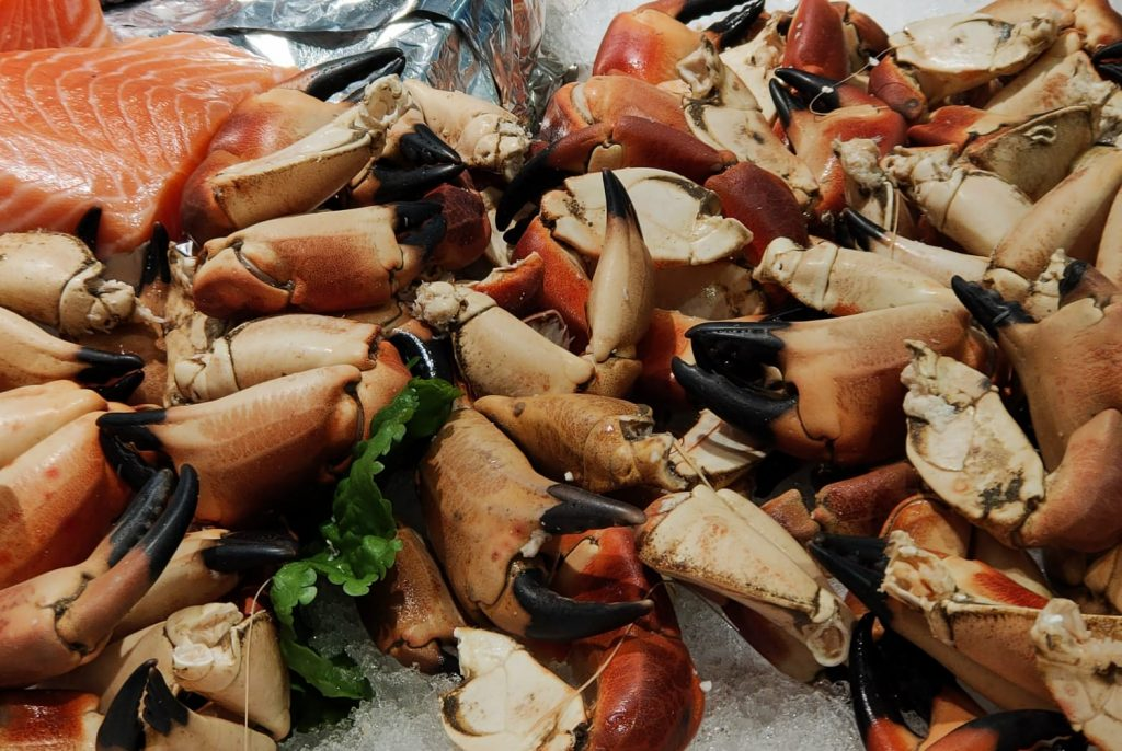 Peixateries Gourmet Andorra. Muntem lots de marisc cuit a triar, llagostins, bulots normal o bulots picants, pinces de cranc, ostres.