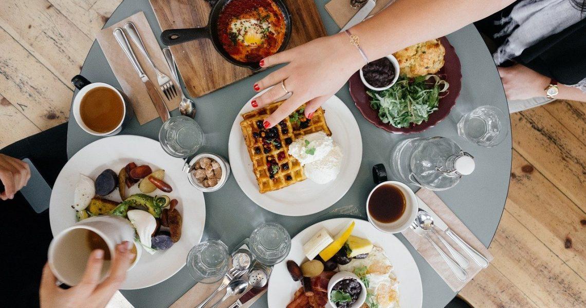 Comunicació a les xarxes per a Restaurants Tot i que la comunicació digital va ser molt important l'any passat, ara és essencial per a la indústria alimentària i de Restauració