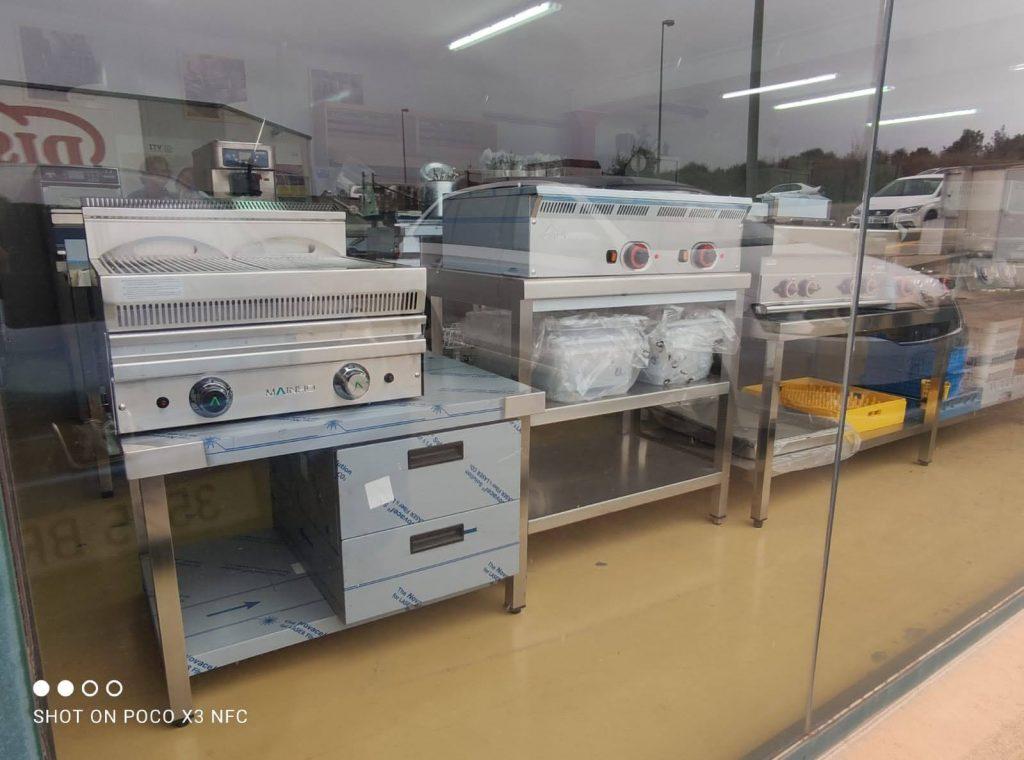 A Refrigeració Eduard S.L. trobarà els millors professionals formats, puntuals, responsables amb la màxima rapidesa. Reparacions d'electrodomèstics industrials, d'hoteleria, restauració, supermercats i càterings. Instal·lació d'aparells nous. Instal·lació d'escalfadors d'aigua calenta industrial i tota mena de maquinària industrial de refrigeració i cuines industrials. Maquinària industrial. Venda d'accessoris i recanvis de totes les marques, servei a tot Catalunya i aviat al Principat d'Andorra