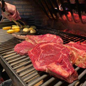A la Borda Xixerella treballem les millors carns prèmium de les millors races wagyu, kobe, charolesa, semmental, etc. i amb la millor curació si vols bones carns, ens has de visitar, tenim les carns d'en Fernando Blanco de Grupos Norteños sempre el millor per als nostres clients