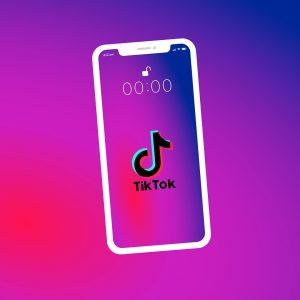 Amb TikTok és molt fàcil crear un bon vídeo, no com a Instagram que cada vegada té més opcions i és molt més complicat d'utilitzar