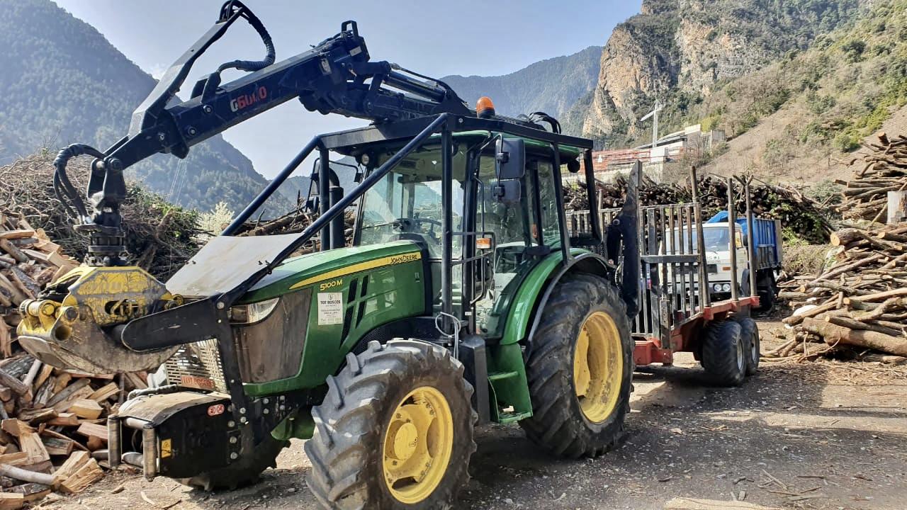 Maquinaría - Tot Boscos Andorra líders en venda de llenya, venda de carbó, cura de boscos, neteja de rius, venda de pèl·lets, biomassa, venda d'estelles a Andorra, etc.