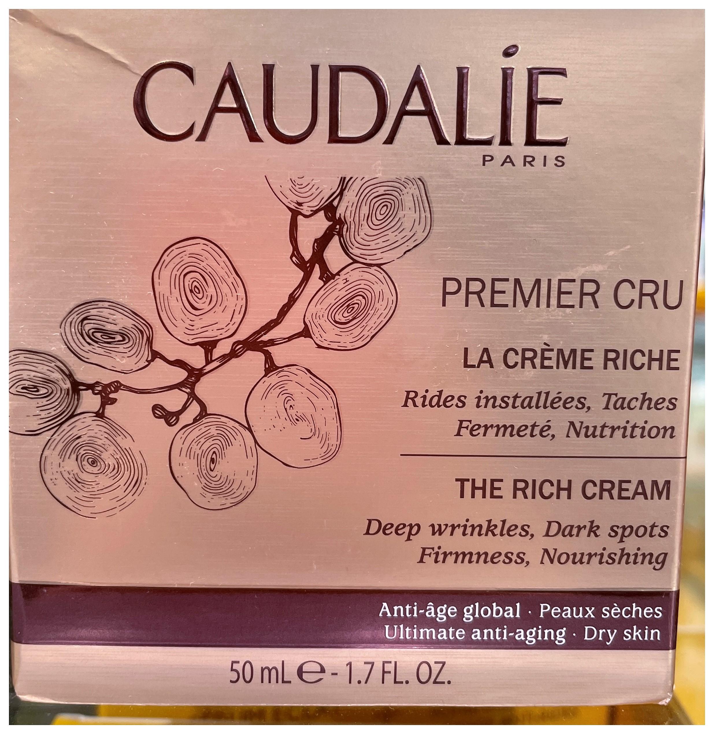 Premier Cru La Crema Riche lleva a cabo una acción antiedad completa para rejuvenecer visiblemente la piel. Nutrida de manera intensa, la piel parece regenerada, redensificada