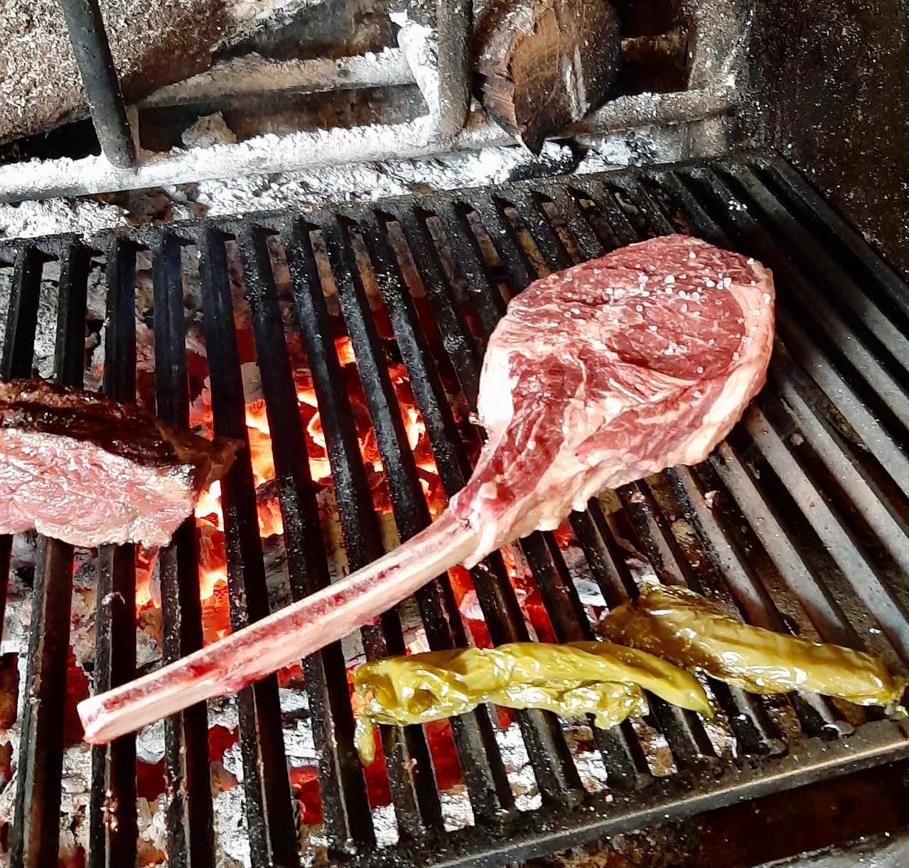 El restaurant El Solà de Canillo- Can Tony al costat del Palau de Gel - Especialistes en carns a la brasa i possiblement una de les millors barbacoes del Principat d'Andorra
