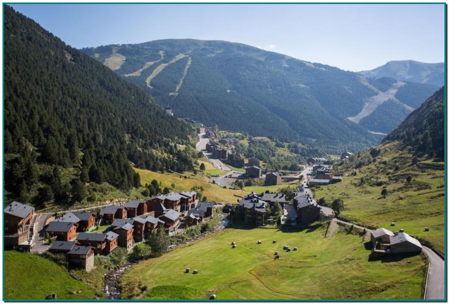 KLORANE en Gran Farmacia Andorra Conscientes del impacto de los residuos en el medio ambiente, nuestro principal objetivo es crear unos productos eco-concebidos de principio a fin: cultivos BIO, fórmulas biodegradables y respetuosas con el medio ambiente... y por supuesto ¡envases reciclados y reciclables!