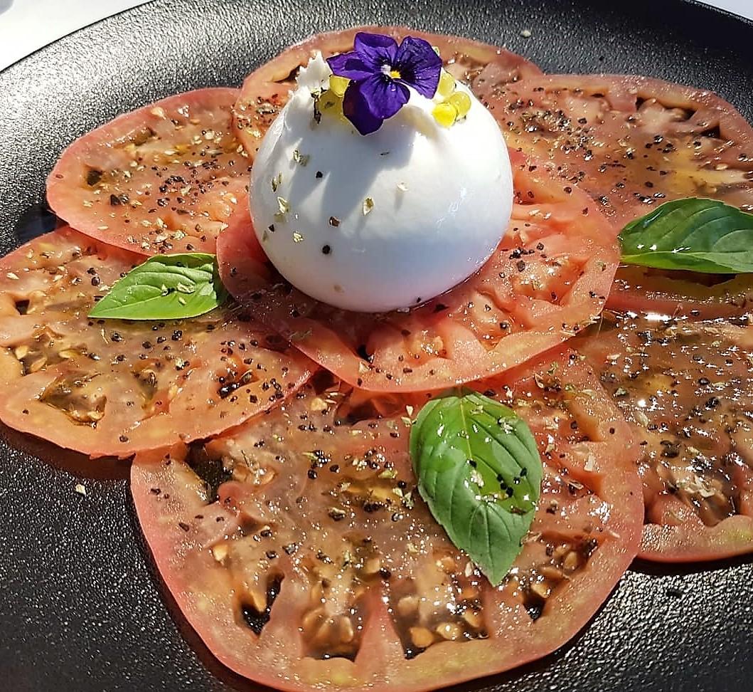 Gracias @carlosfc77 por su visita a nuestro Restaurante KRAM Gran descubrimiento en Andorra #kramandorra @kramandorra buenas bravas, burrata con tomate impecable, callos buenismos…