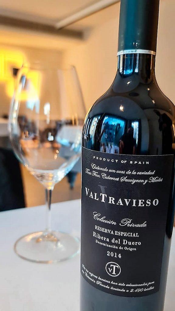 RESTAURANT KRAM ANDORRA. Vinos Valtravieso nos trasladan a un territorio singular dentro de la Ribera del Duero: viñedos y bodega situados en uno de los páramos calizos más altos de esta región, a 915m de altitud