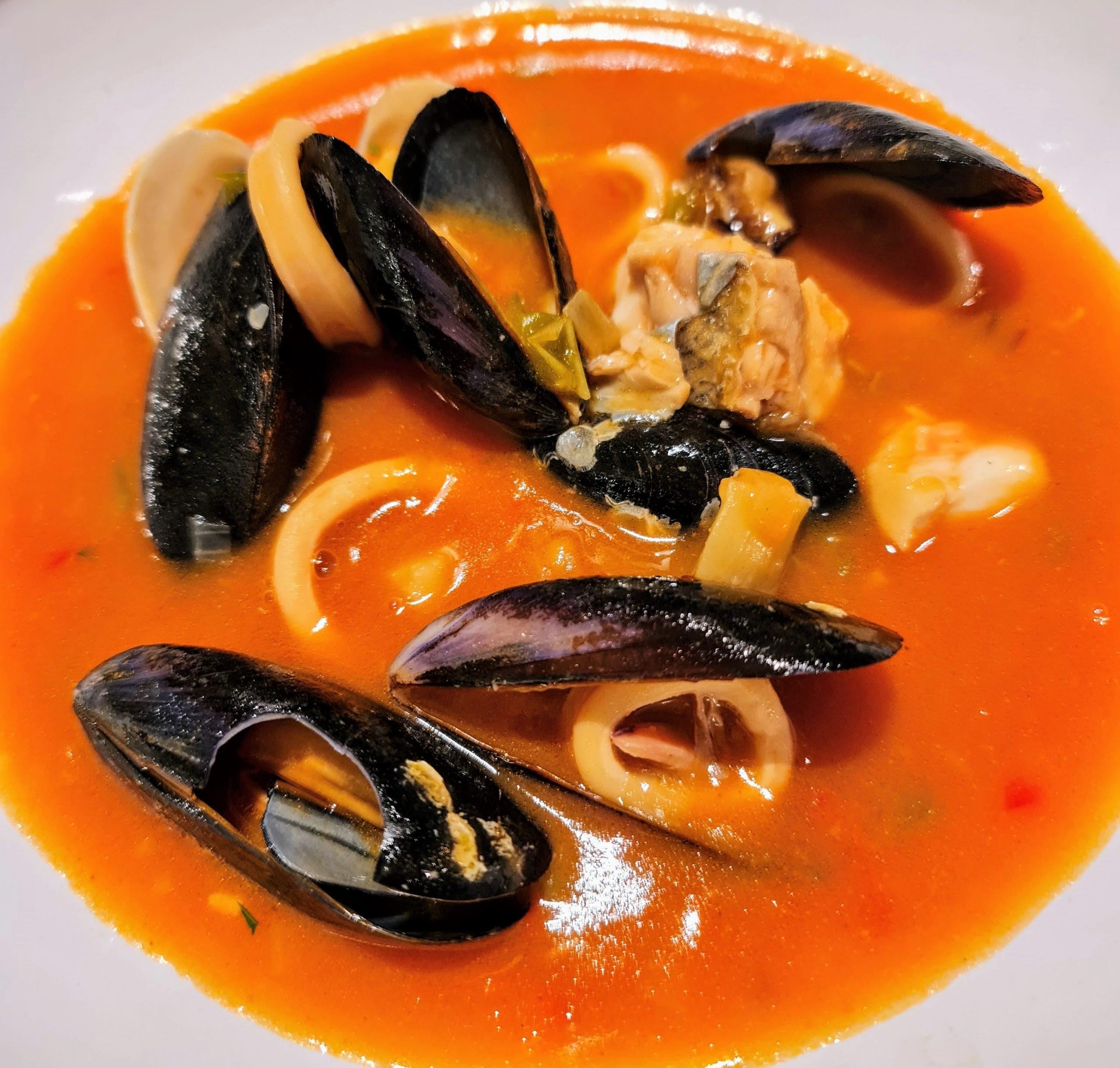 """La sopa marinera del Restaurant KRAM és un plat que hem de posar a la llista de prioritats. Sopa marinera semblant a una bullabessa o a un """"suquet"""" però una mica més densa."""